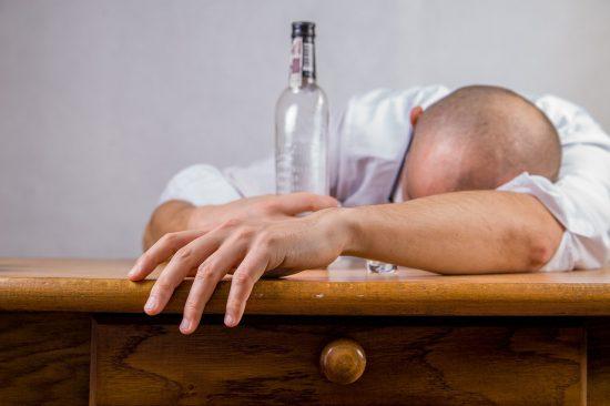איך להפסיק לשתות אלכוהול